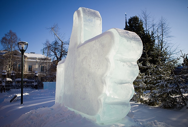 thumbs up ice sculpture